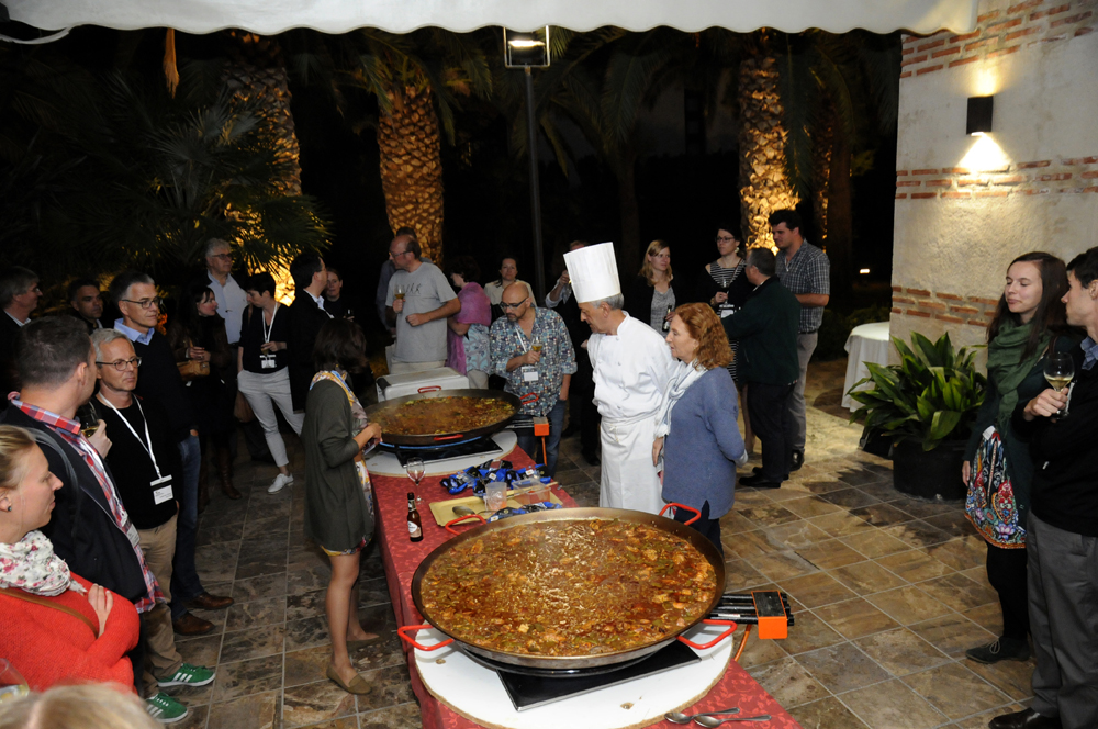 Show Cooking Paella